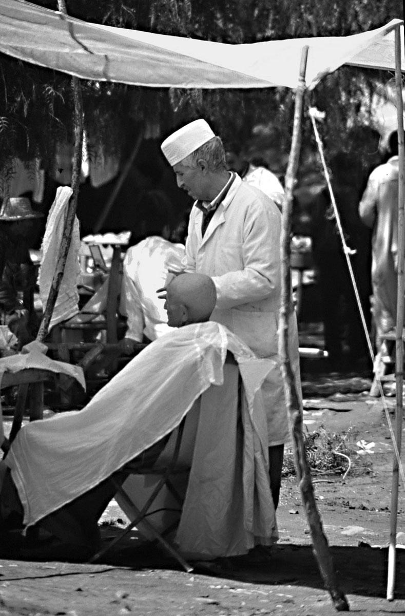 barbiere-al-mercato---Marocco