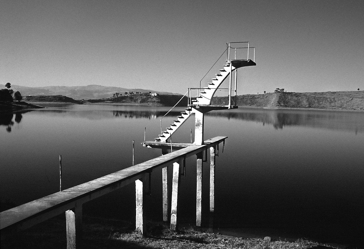 trampolino-sul-lago-andraikiba-madagascar